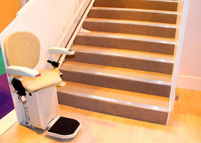 Indoor stairlift for a straight staircase