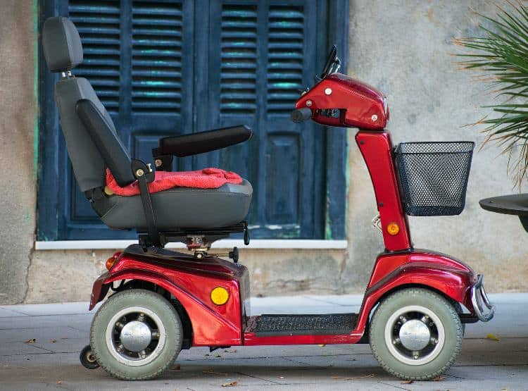 Heavy-duty mobility scooter